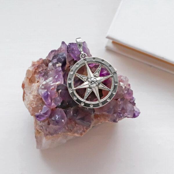 přívěsek kompas polárka stříbrný